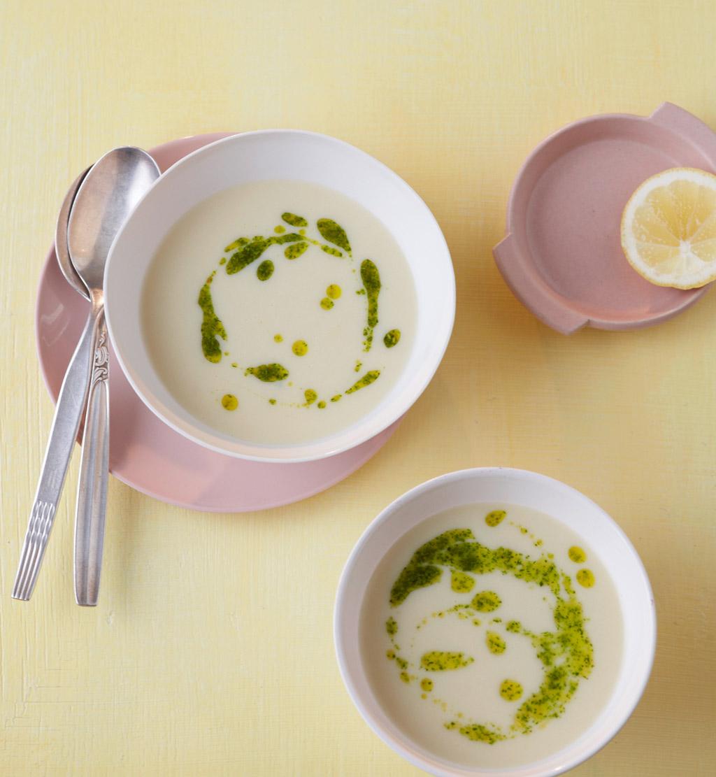 kartoffel zitronen suppe mit feldsalat pesto rezept essen und trinken. Black Bedroom Furniture Sets. Home Design Ideas