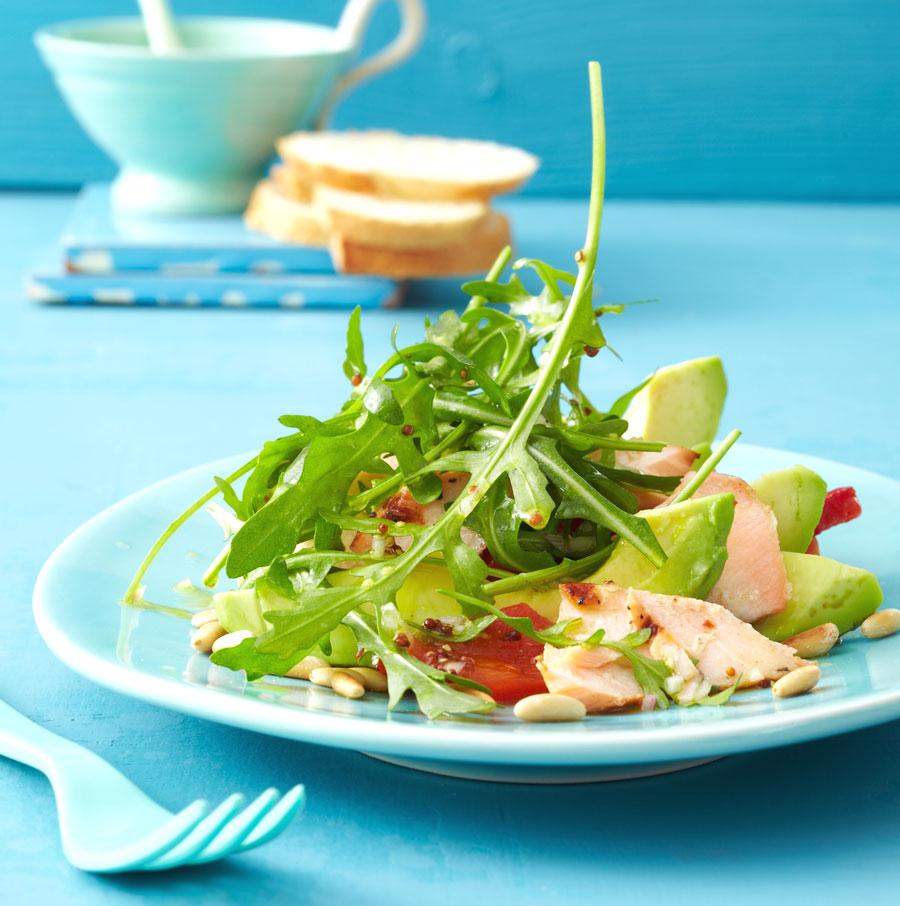 salat mit avocado und gegrilltem lachs rezept essen und trinken. Black Bedroom Furniture Sets. Home Design Ideas