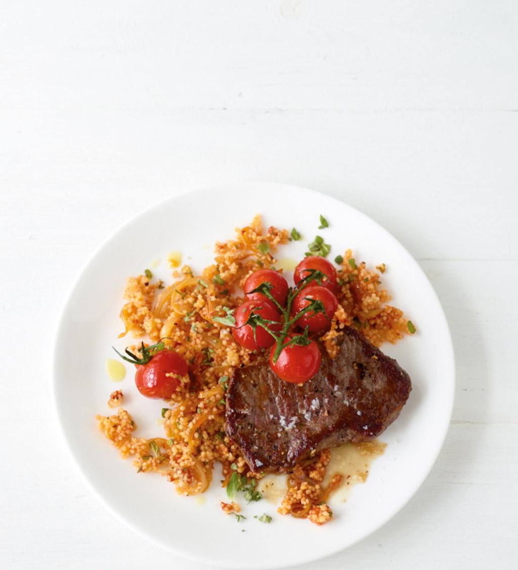 tomaten couscous mit steak rezept essen und trinken. Black Bedroom Furniture Sets. Home Design Ideas