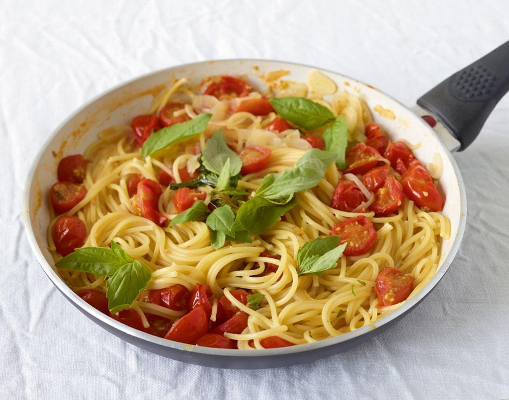 pfannen pasta rezept essen und trinken. Black Bedroom Furniture Sets. Home Design Ideas