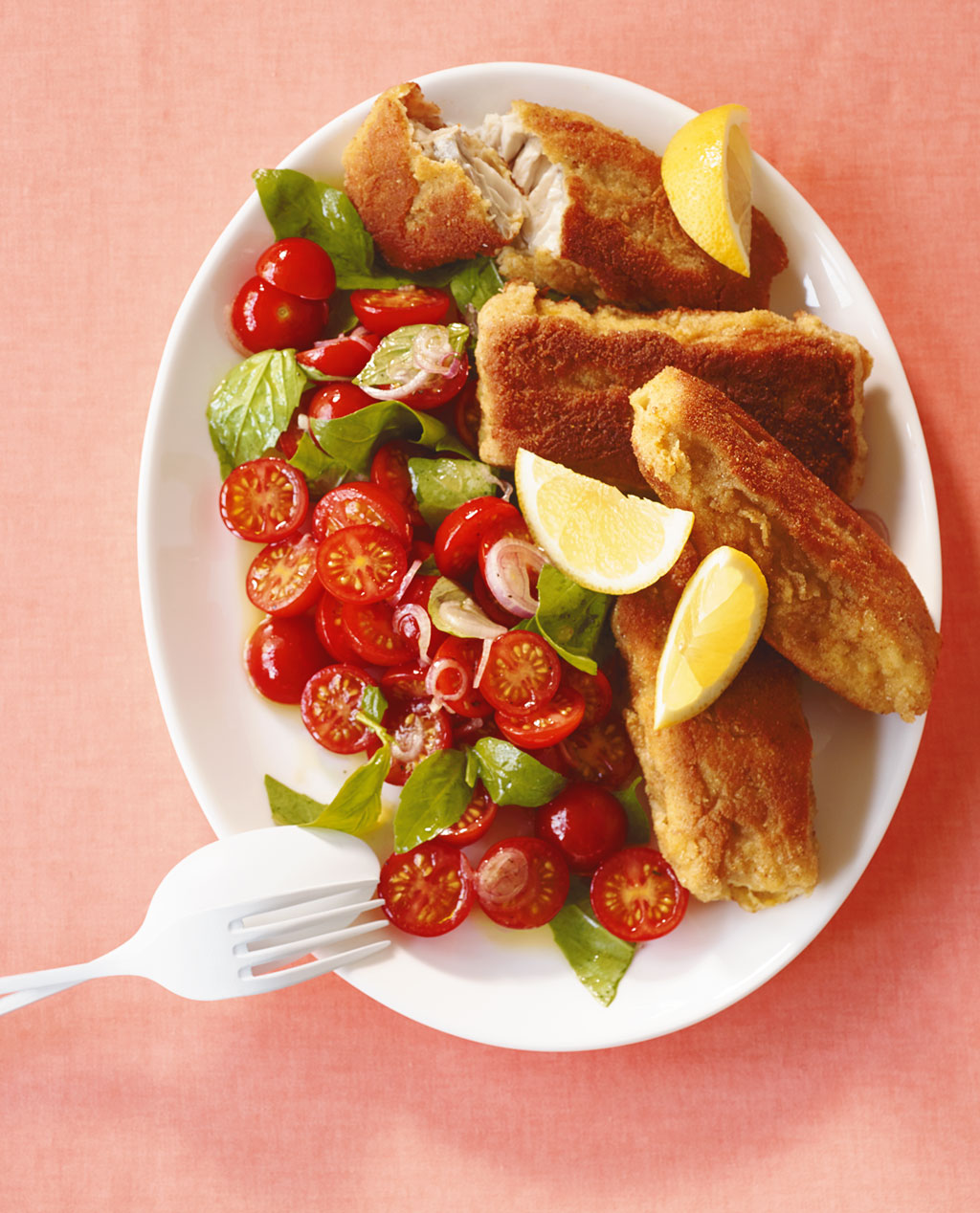 riesen fischst bchen mit tomatensalat rezept essen und trinken. Black Bedroom Furniture Sets. Home Design Ideas