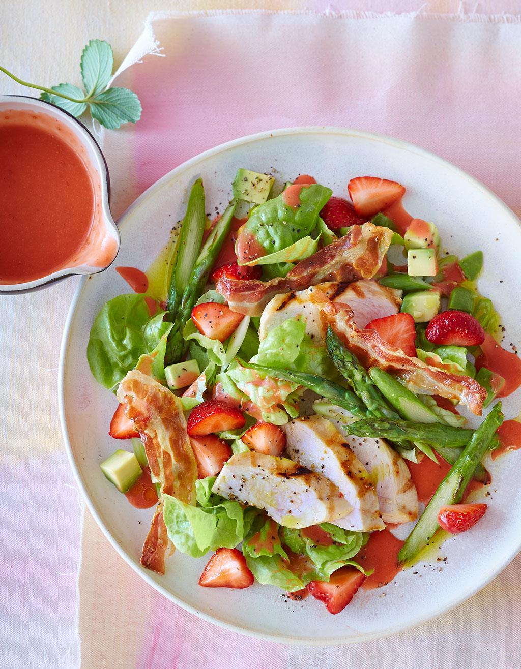 salat mit h hnchen und erdbeer dressing rezept essen und trinken. Black Bedroom Furniture Sets. Home Design Ideas