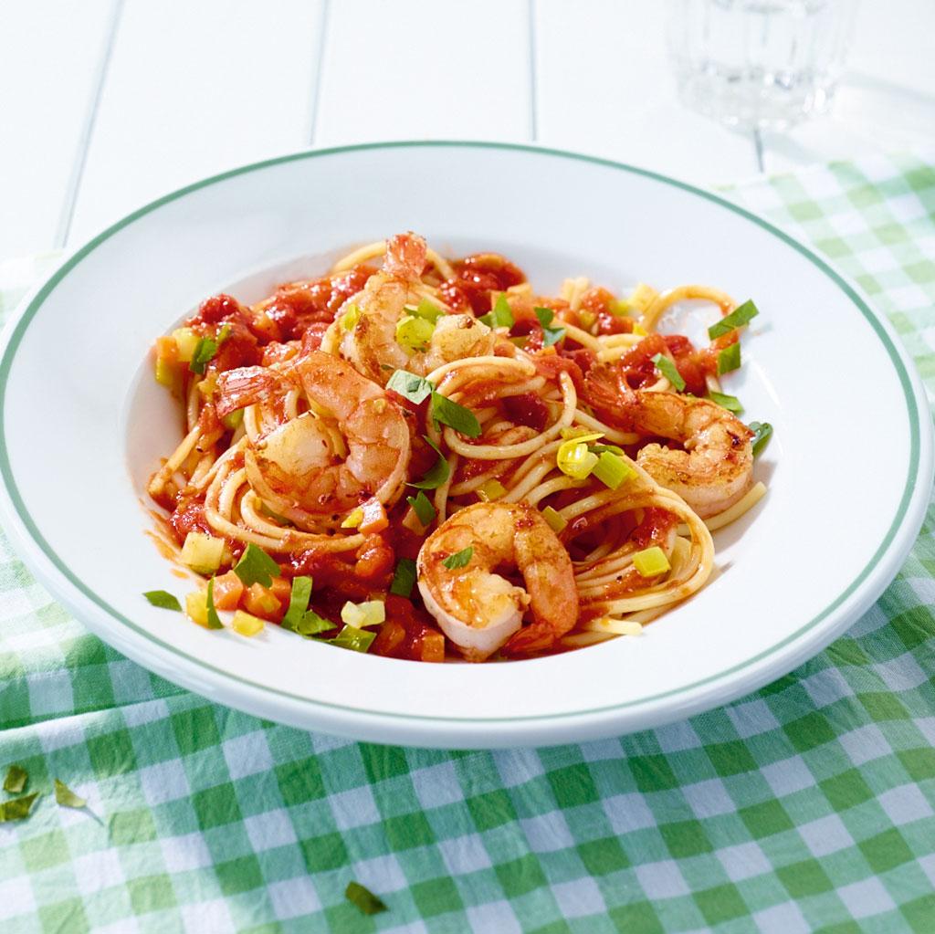 tomaten pasta mit garnelen rezept essen und trinken. Black Bedroom Furniture Sets. Home Design Ideas