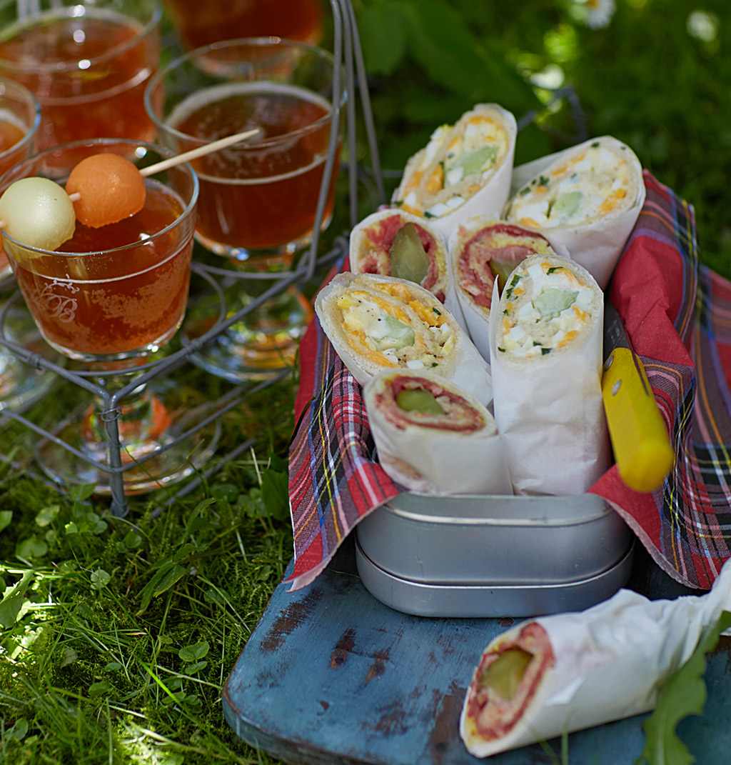 zweierlei sandwich rollen rezept essen und trinken. Black Bedroom Furniture Sets. Home Design Ideas