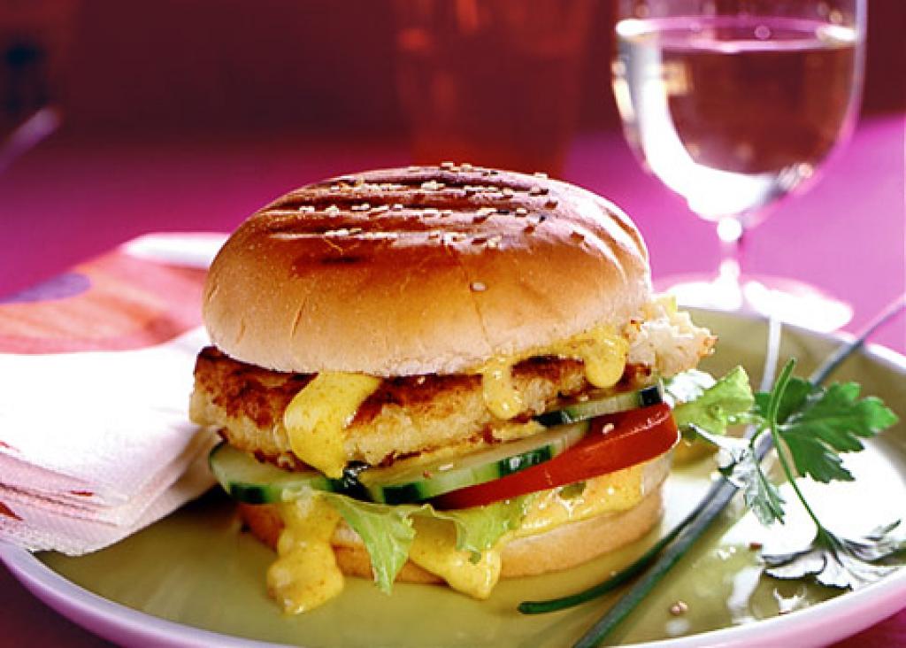 blumenkohl burger mit currycreme rezept essen und trinken. Black Bedroom Furniture Sets. Home Design Ideas