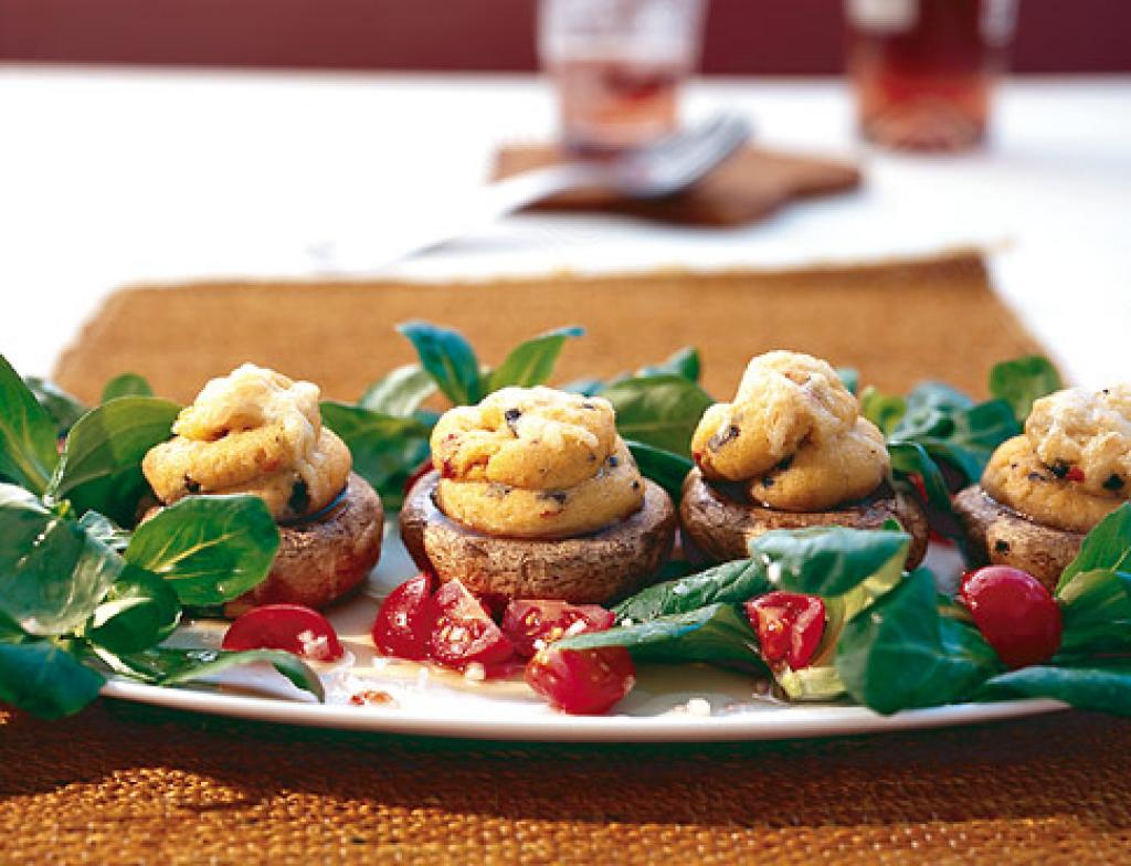 gef llte champignons mit polenta rezept essen und trinken. Black Bedroom Furniture Sets. Home Design Ideas
