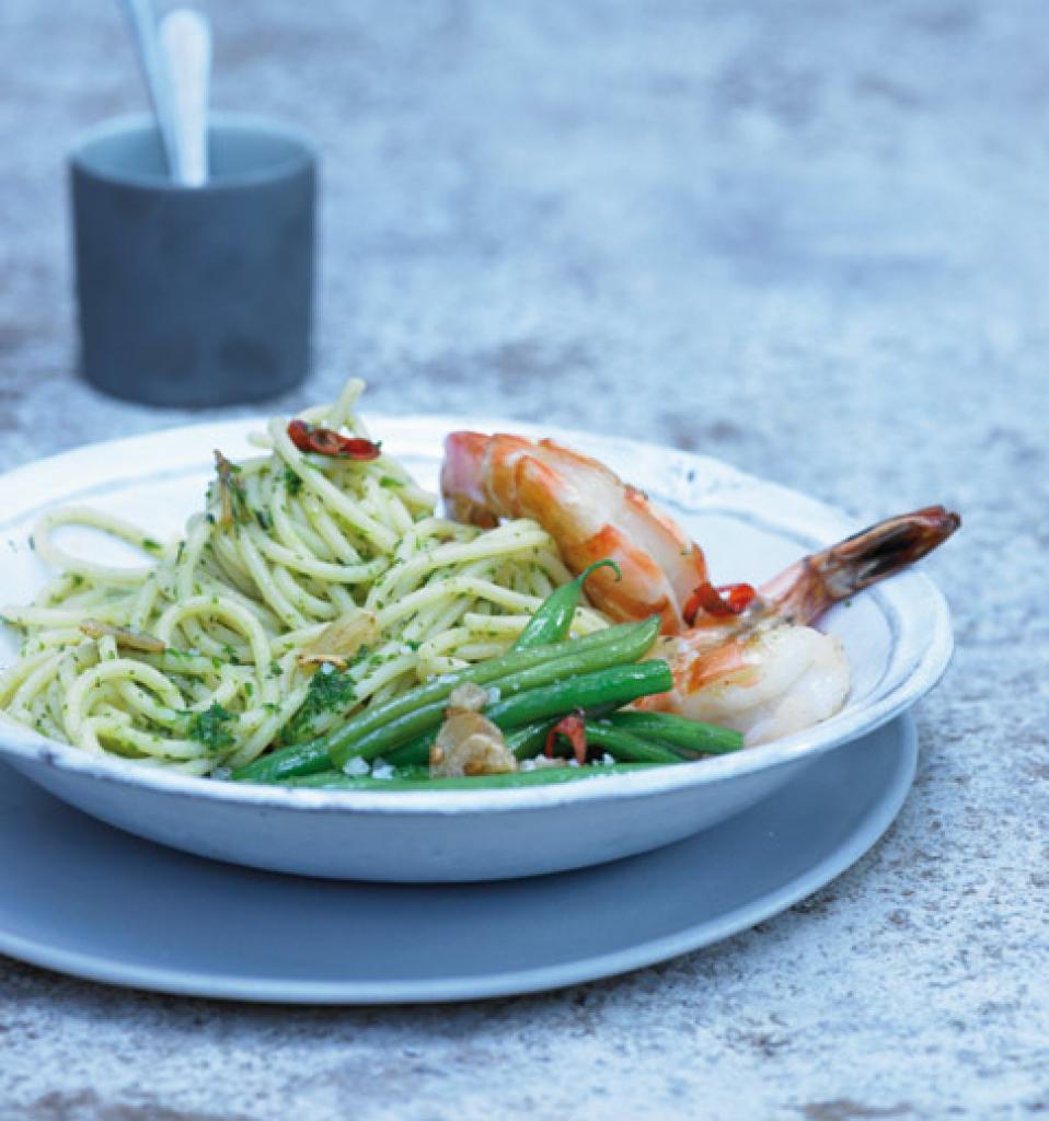 pasta mit bohnenkraut und garnelen rezept essen und trinken. Black Bedroom Furniture Sets. Home Design Ideas