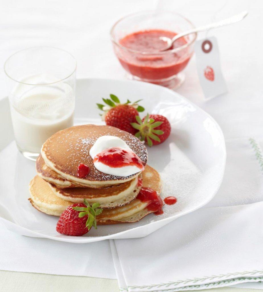 sauerrahm pfannkuchen mit erdbeeren rezept essen trinken. Black Bedroom Furniture Sets. Home Design Ideas