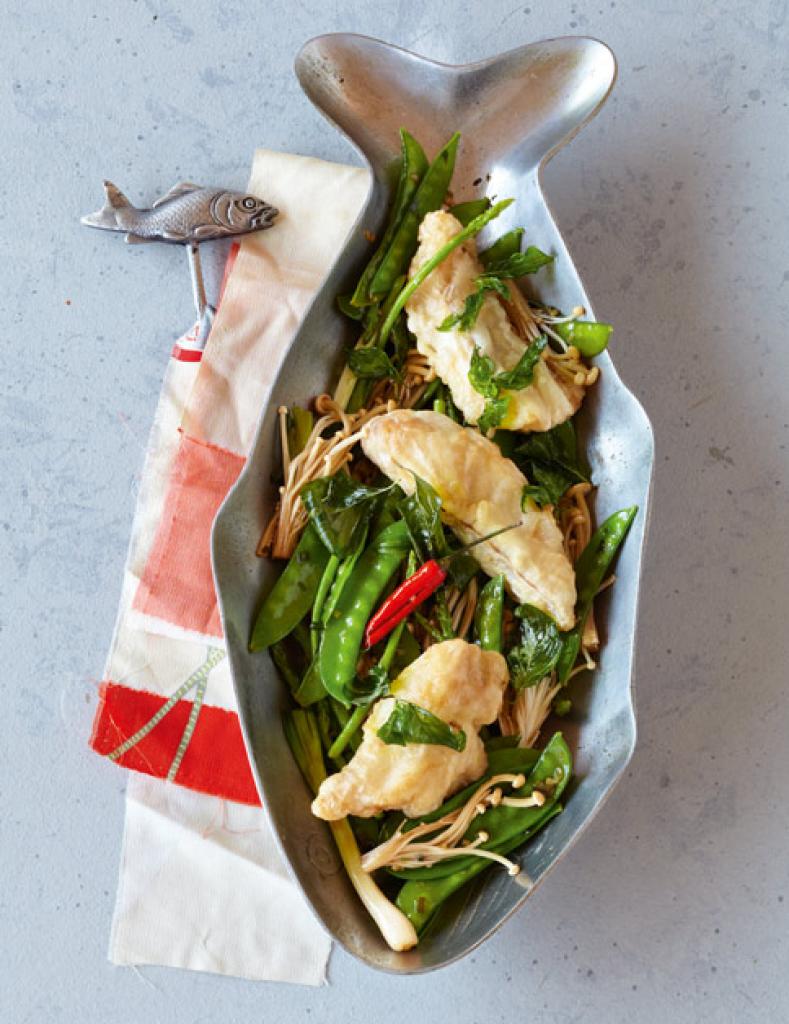 thai backfisch mit zuckerschoten und pilzen rezept essen und trinken. Black Bedroom Furniture Sets. Home Design Ideas