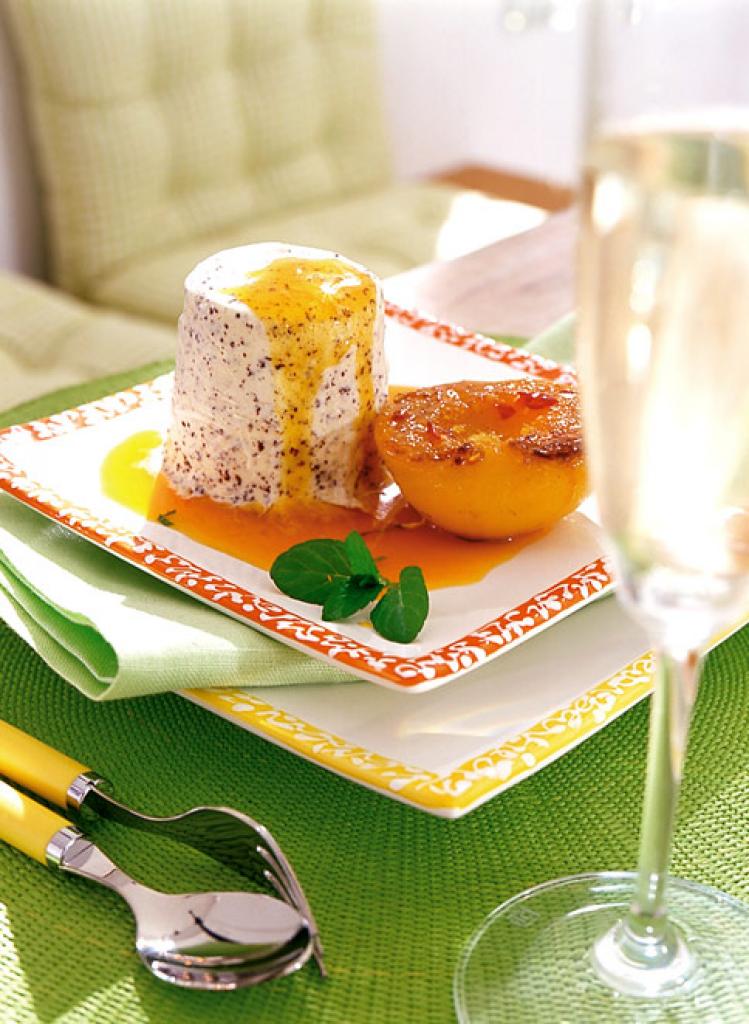 vanille mohn parfait mit pfirsichen rezept essen und trinken. Black Bedroom Furniture Sets. Home Design Ideas