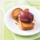 Brioche mit Rotwein-Butter-Eis