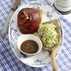 Schweinshaxe mit Krautsalat