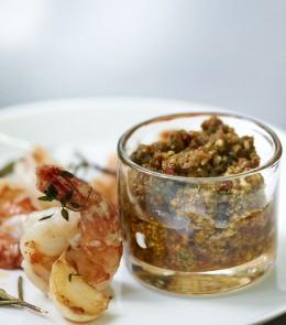 Gebratene Garnelen mit Tomaten-Basilikum-Pesto