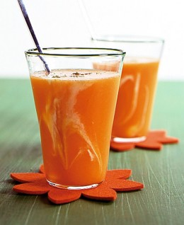 Orangen-Papaya-Saft mit Joghurt