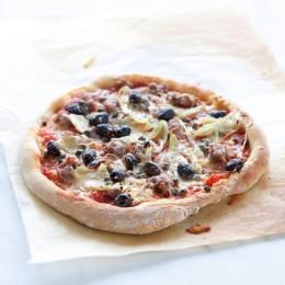 Pizza mit Salsiccia und Fenchel