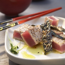 Thunfisch mit frittierten Nori-Algen