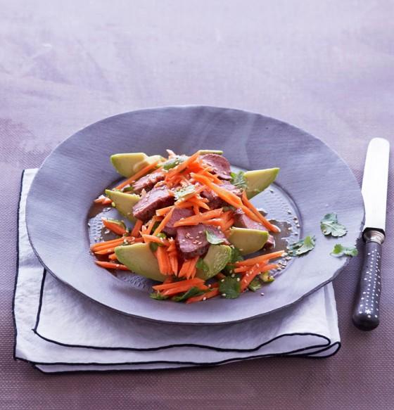 Avocado-Möhren-Salat mit Lammfilet