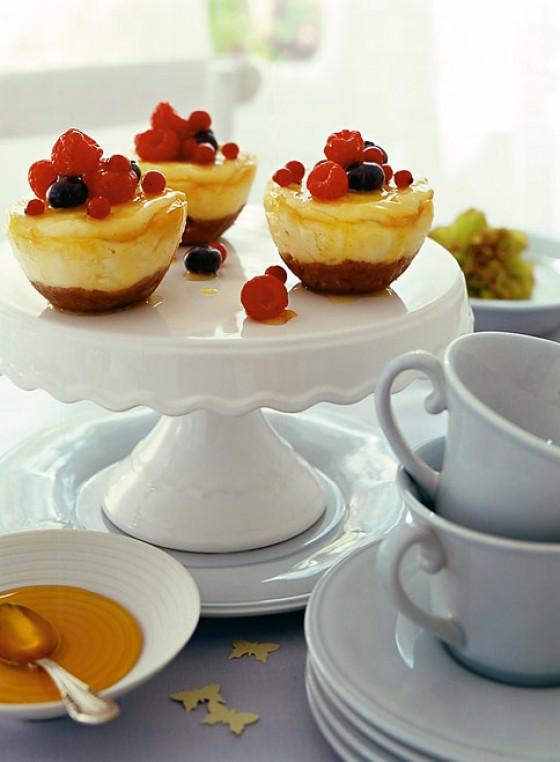 Cheesecakes mit Maracujasirup