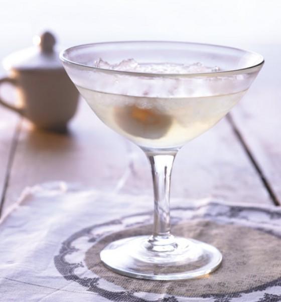 Cocktail mit Aperitif-Essig und Sake