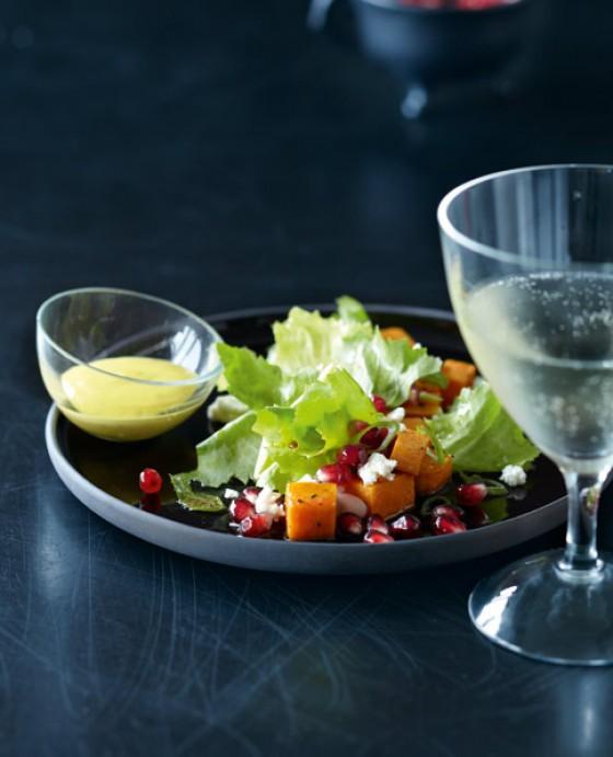 Endivien-Granatapfel-Salat mit Sesam-Dip