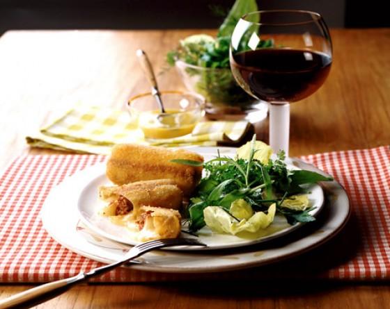 Gebackener Taleggio mit Kräutersalat
