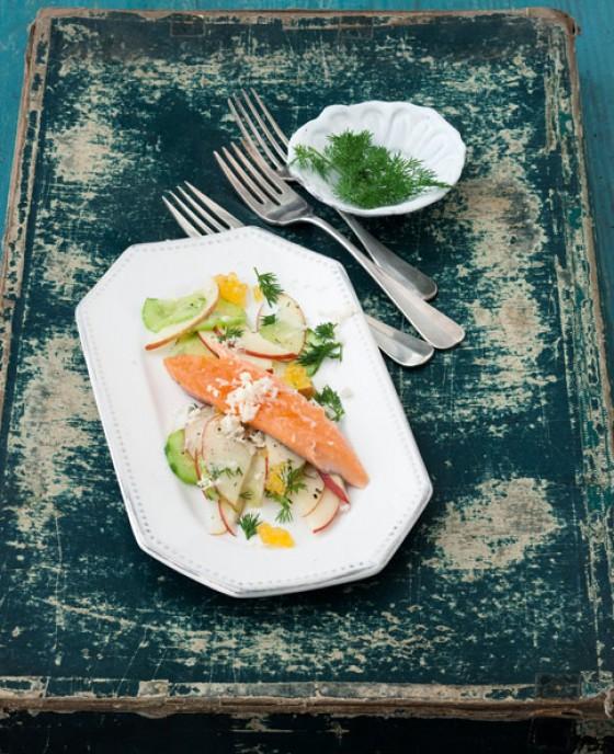 ger ucherter saibling mit apfel gurken salat rezept essen und trinken. Black Bedroom Furniture Sets. Home Design Ideas