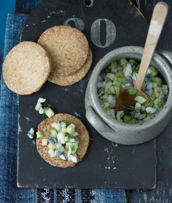 Grieben-Plätzchen mit Heringssalat
