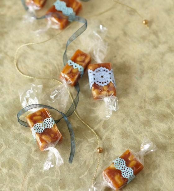 Honig-Toffees mit Pinienkernen