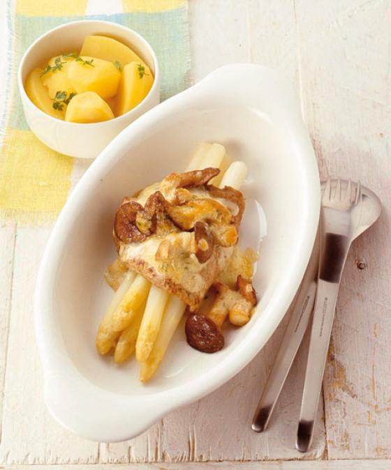 Kalbsschnitzel mit weißem Spargel