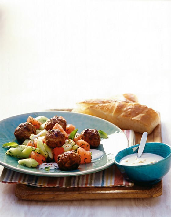 Köfte mit Gurken-Melonen-Salat
