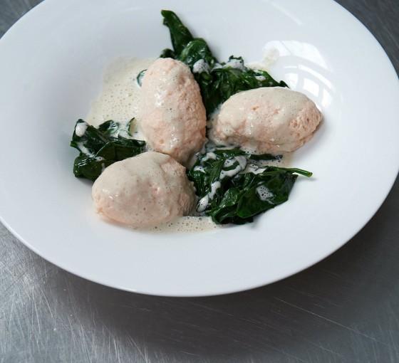 Lachsklöße mit Weißweinsauce