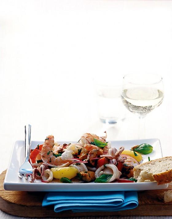 Meeresfrüchtesalat mit Gemüse