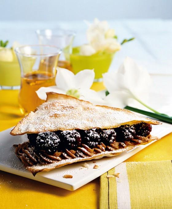 Nougat-Sandwich mit Brombeeren