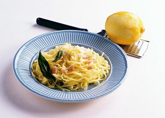 Pasta mit Schinken und Zitrone