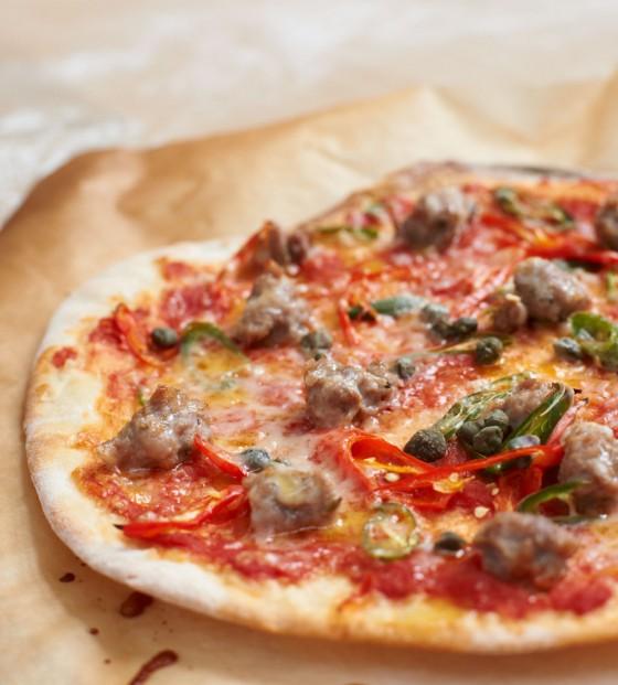 Pizza mit Salsiccia