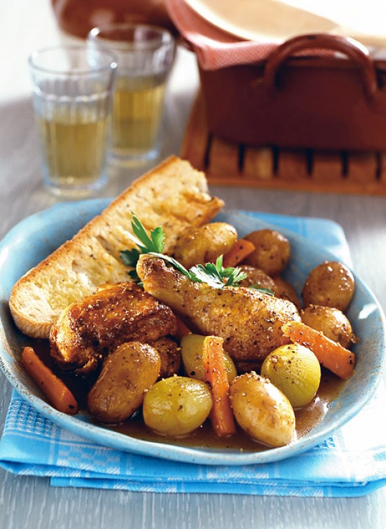 Poularde mit Zwiebeln und Kartoffeln