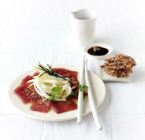 Roher Spargelsalat mit Thunfisch
