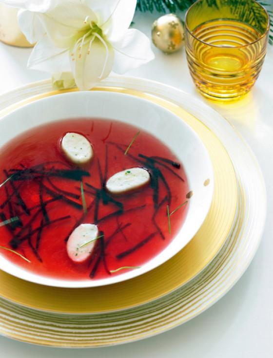 Rote-Bete-Kraftbrühe mit Ricotta-Gnocchi