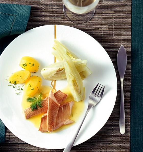 Saibling mit Weißweinsauce und Fenchel