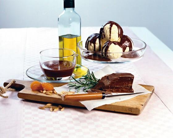 Schoko-Rosmarin-Sauce mit Vanilleeis
