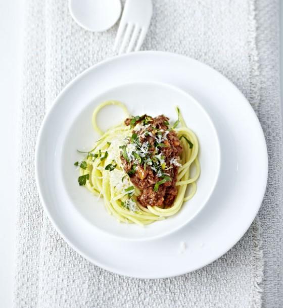 spaghetti bolognese mit gremolata rezept essen trinken. Black Bedroom Furniture Sets. Home Design Ideas
