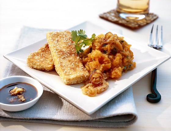 Süßkartoffelpüree mit Sesam-Tofu-Schnitzeln