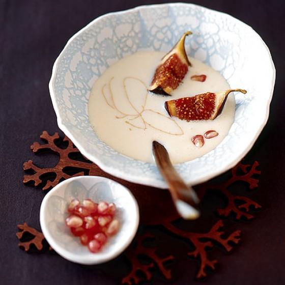 Weiße Schokosuppe mit Feigen
