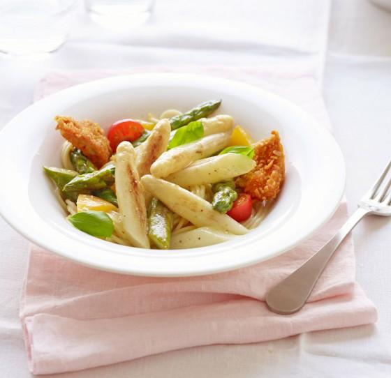 Gebratener Spargel mit Spaghetti und Hähnchenbrust