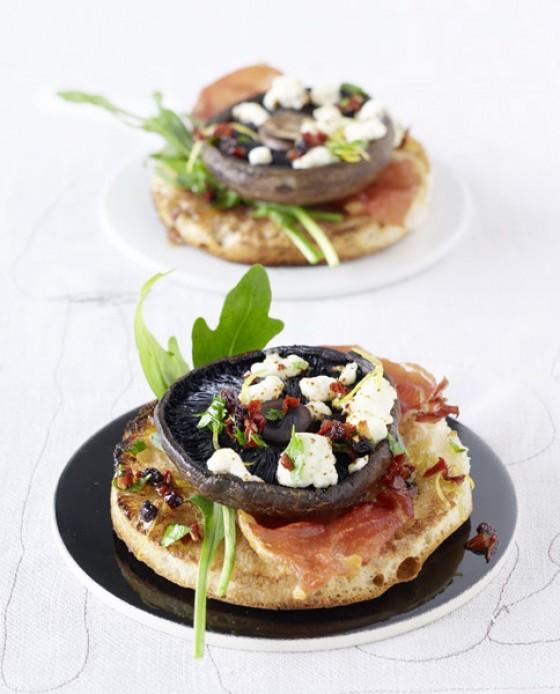 Portobello-Pilze mit Ziegenkäse und Korinthen-Vinaigrette