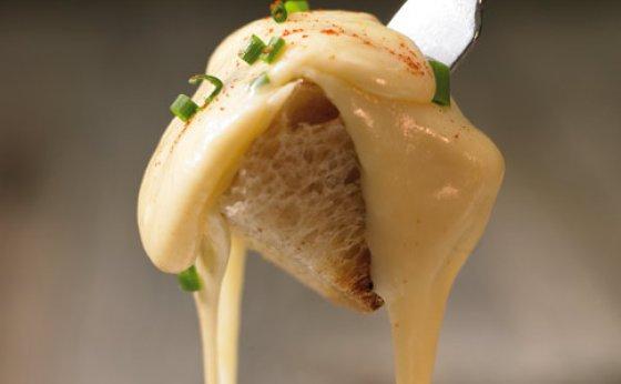 Käsefondue mit Schnittlauch