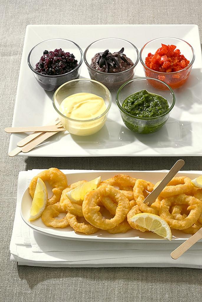 calamari mit dips rezept essen und trinken. Black Bedroom Furniture Sets. Home Design Ideas