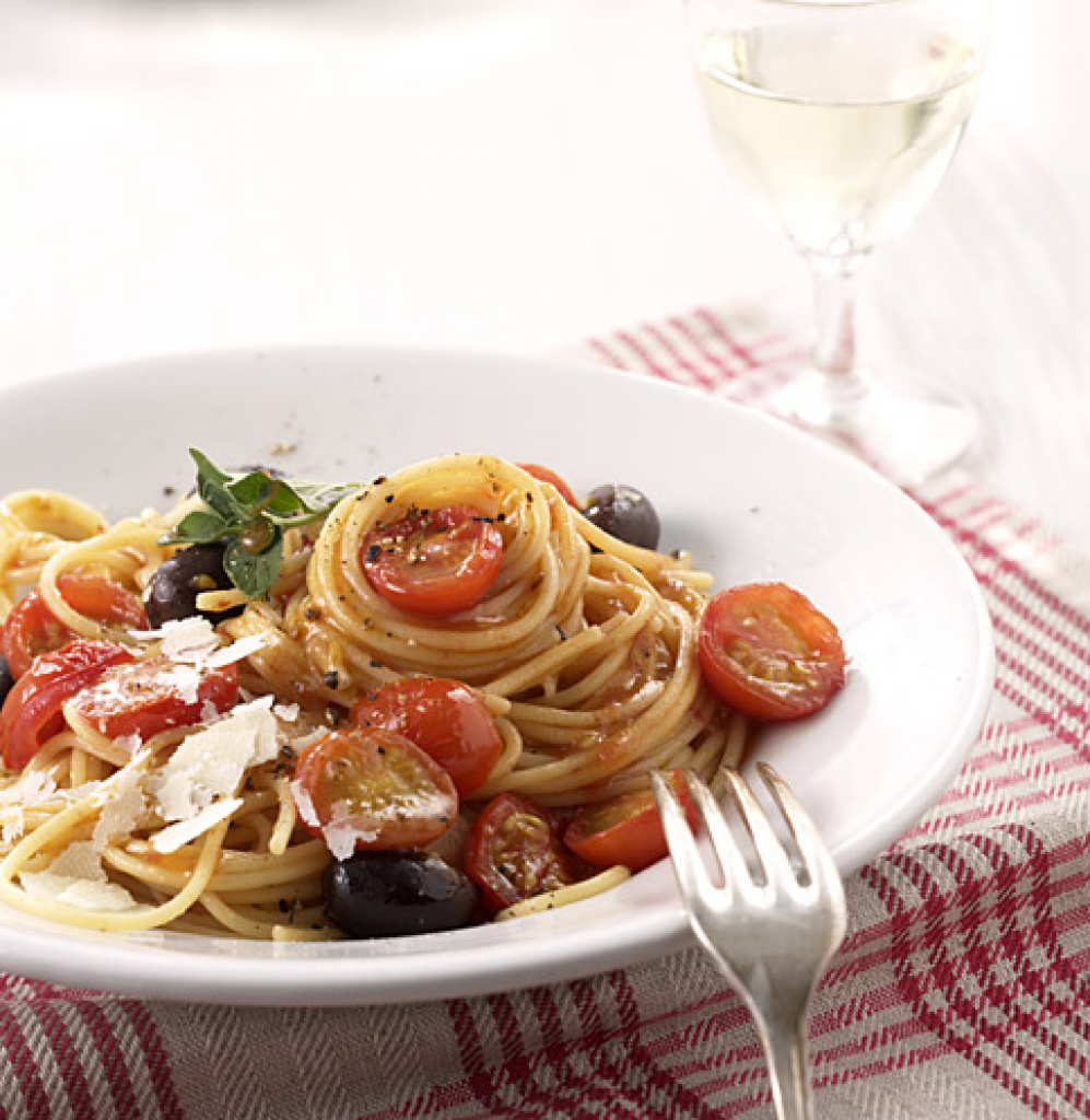 schnelle tomatenpasta rezept essen trinken. Black Bedroom Furniture Sets. Home Design Ideas