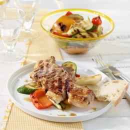 Gegrillte Lammkoteletts mit Gemüse