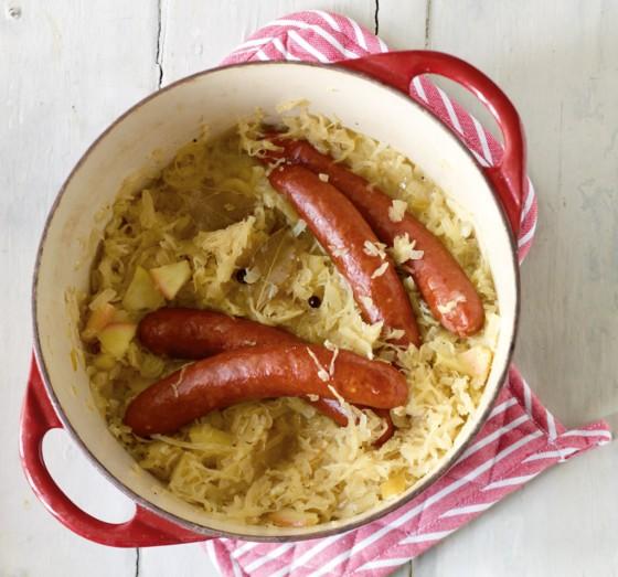 Apfel-Sauerkraut mit Wurst